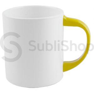 taza de plastico con asa color amarillo